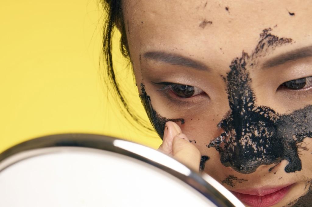 Нанесение маски с углем
