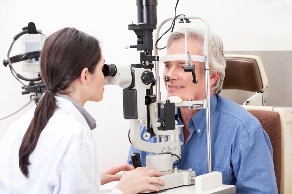 причины разрыв сетчатки глаза