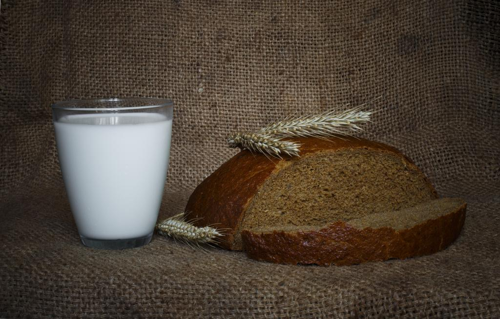 Кефир и черный хлеб от запора