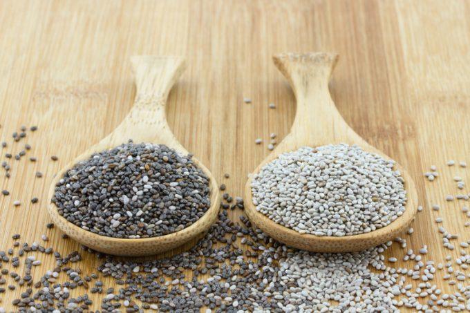 черные и белые семена чиа