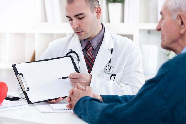 врач задает вопросы при подозрении на туберкулез
