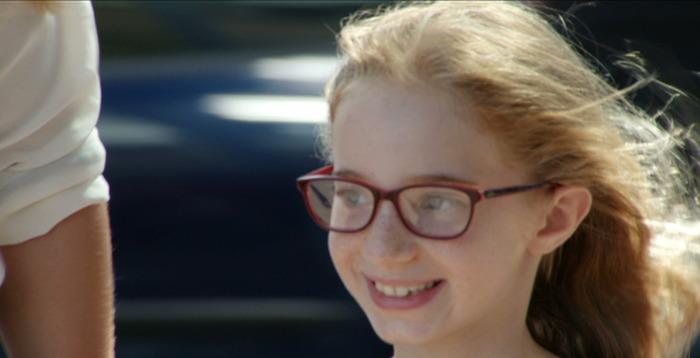 Девочка с близорукостью