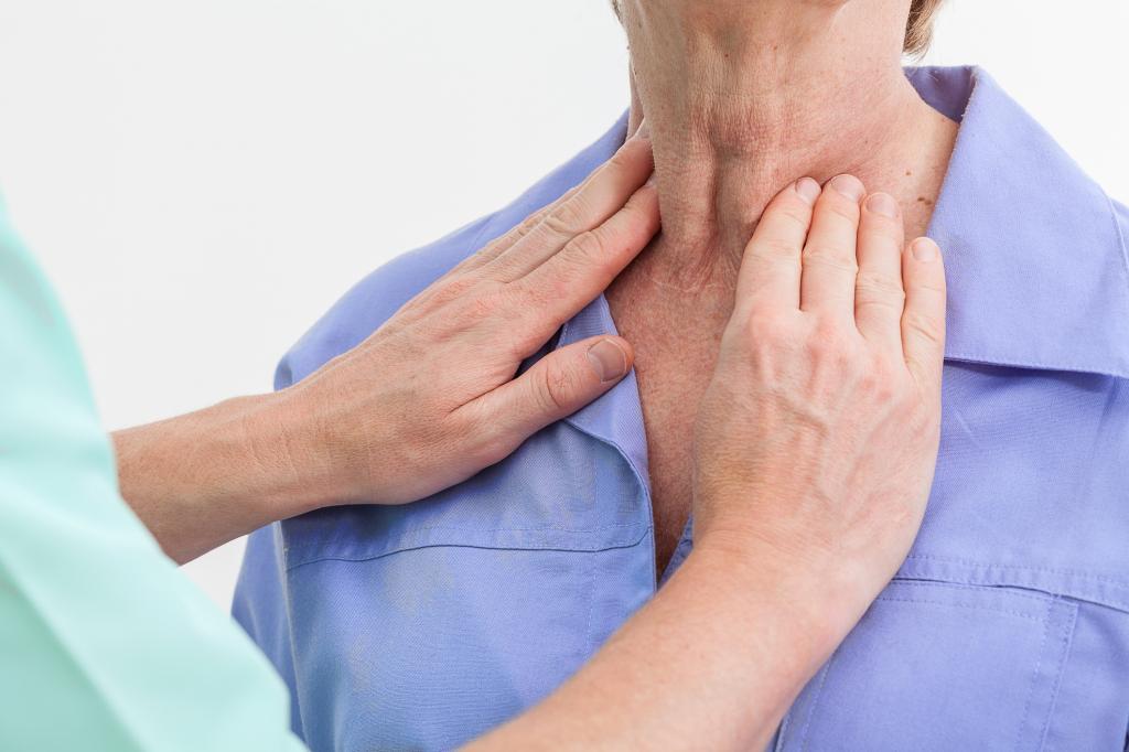 пальпирование щитовидной железы