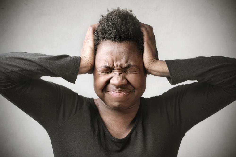 второй день болит голова