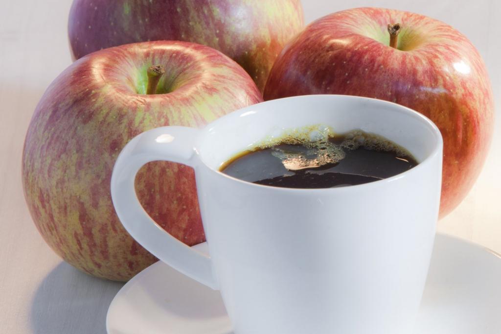 Кофе и яблоки от запоров