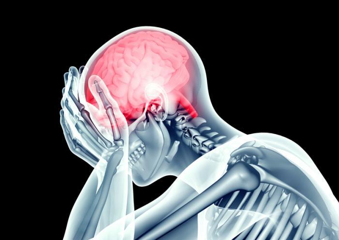Человек, страдающий от головной боли