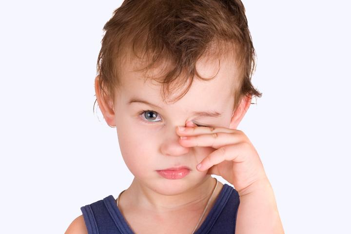 у ребенка опухли глаза и чешутся