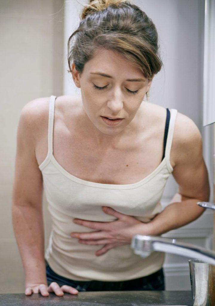 Рвота при остром панкреатите: причины появления и помощь
